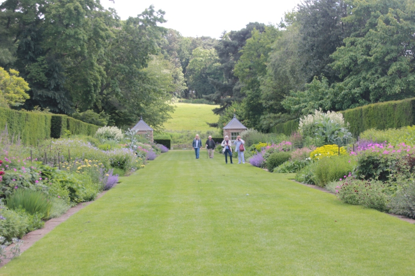 Herbaceous border towards the river